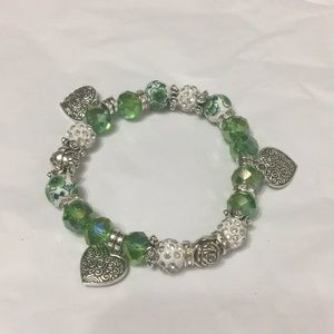 Stretchy green bracelet glass beads and hearts